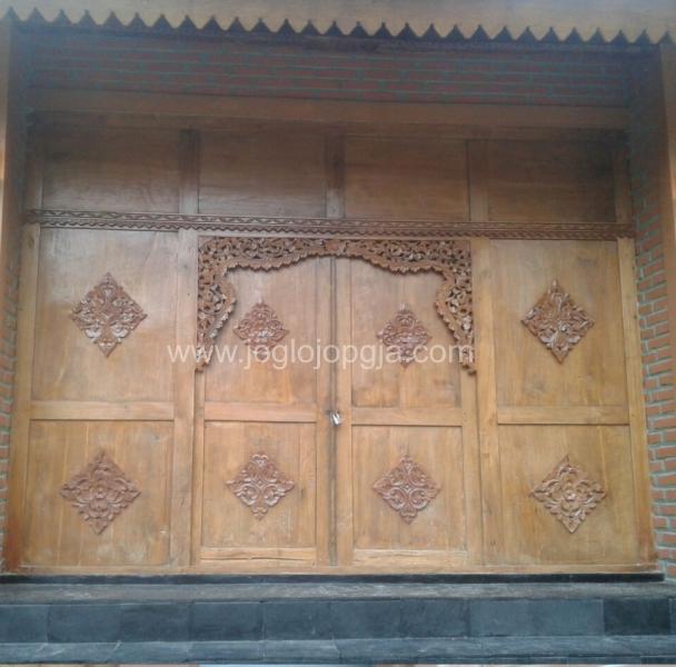 pintu gerbang rumah joglo